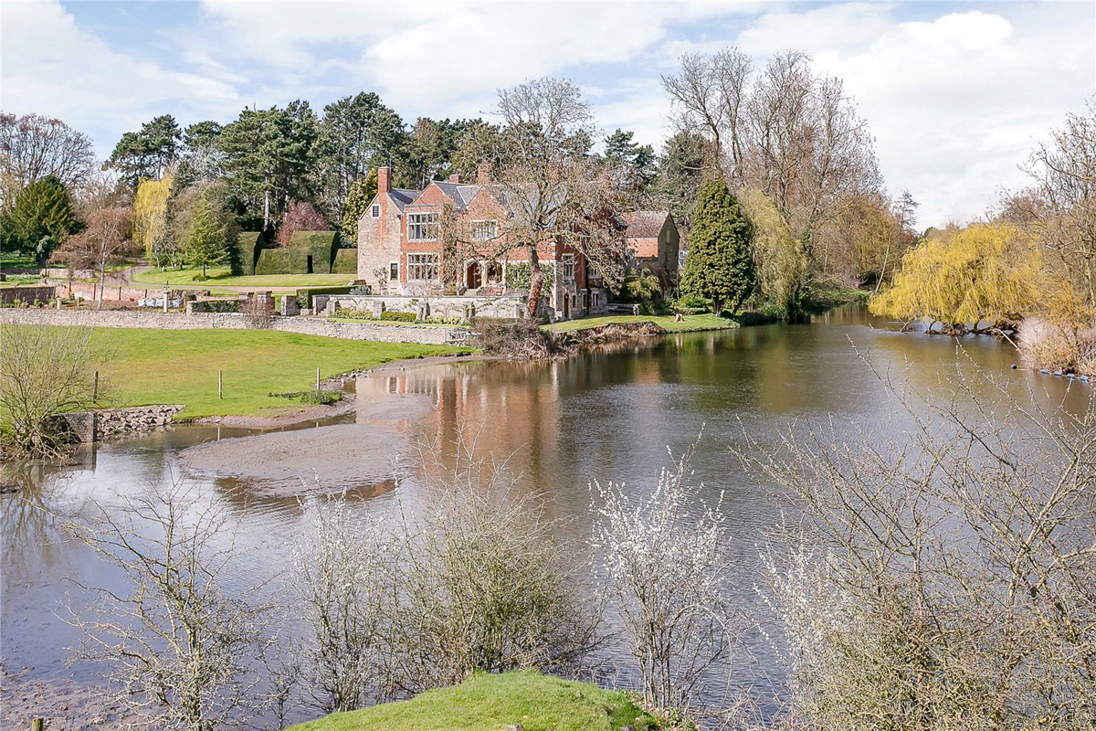 Formerly a spiritual retreat and hunting lodge, this remarkable estate evokes the splendor of halcyon days with its rose garden and croquet lawn on the banks of the River Soar in the heart of England.