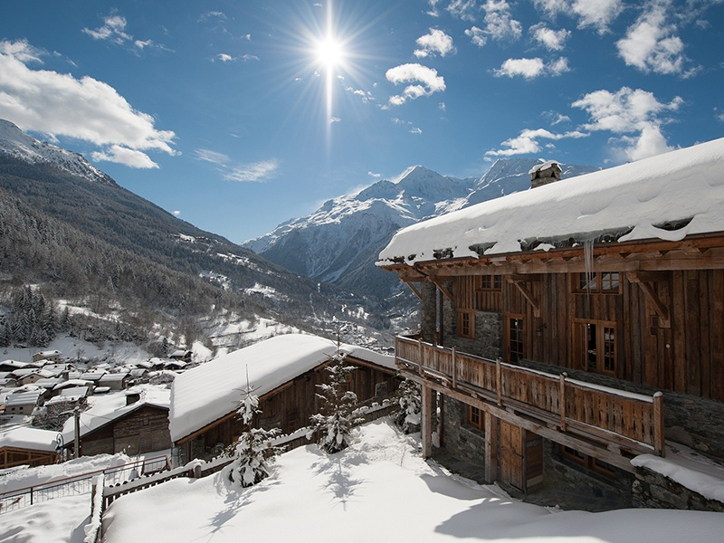 With your base in the tiny French village of Le Miroir, in the Tarentaise Valley, neighboring Italy provides 26,000 feet of heli-ski runs right back to your front door.