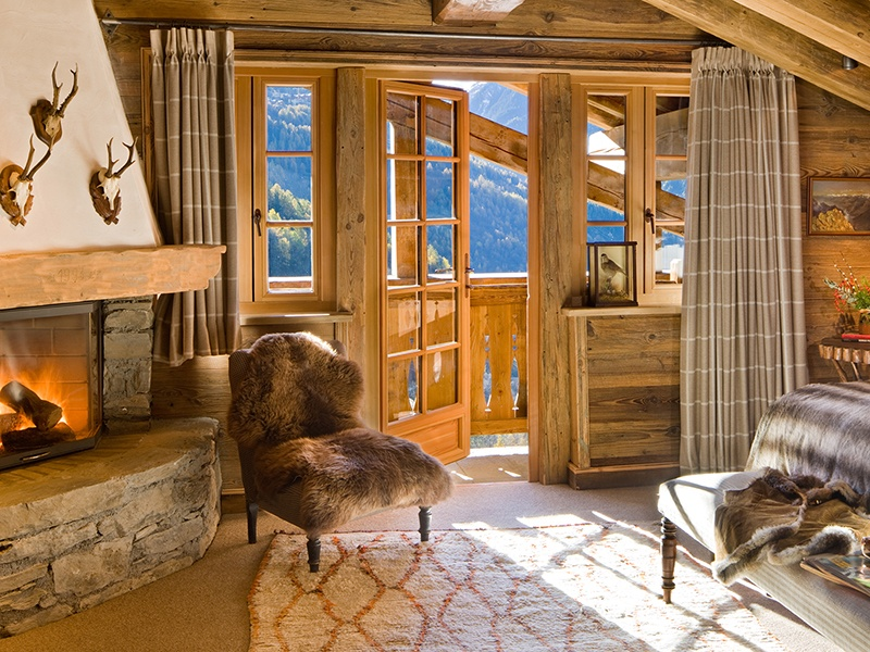 With its enviable French Alps location, Chalet Pelerin also offers lift-accessible terrain in the huge connected ski region featuring resorts Val d'Isere, Tignes, and Les Arcs.