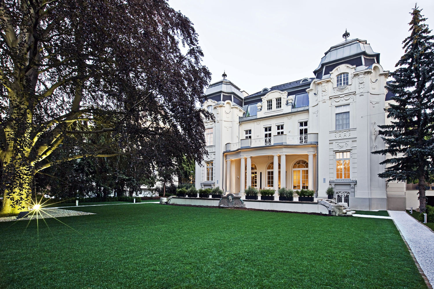 This historic villa is the palatial setting from which to enjoy Vienna's world-famous Christmas and New Year celebrations.