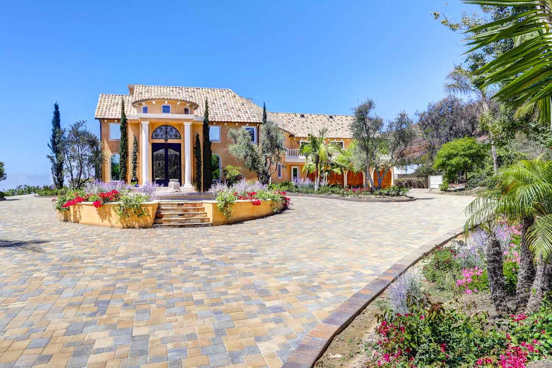 <b>San Juan Capistrano, California</b><br/><i>9 Bedrooms, 14,000 sq. ft.</i><br/>Nine-bedroom estate boasting breathtaking ocean and city views