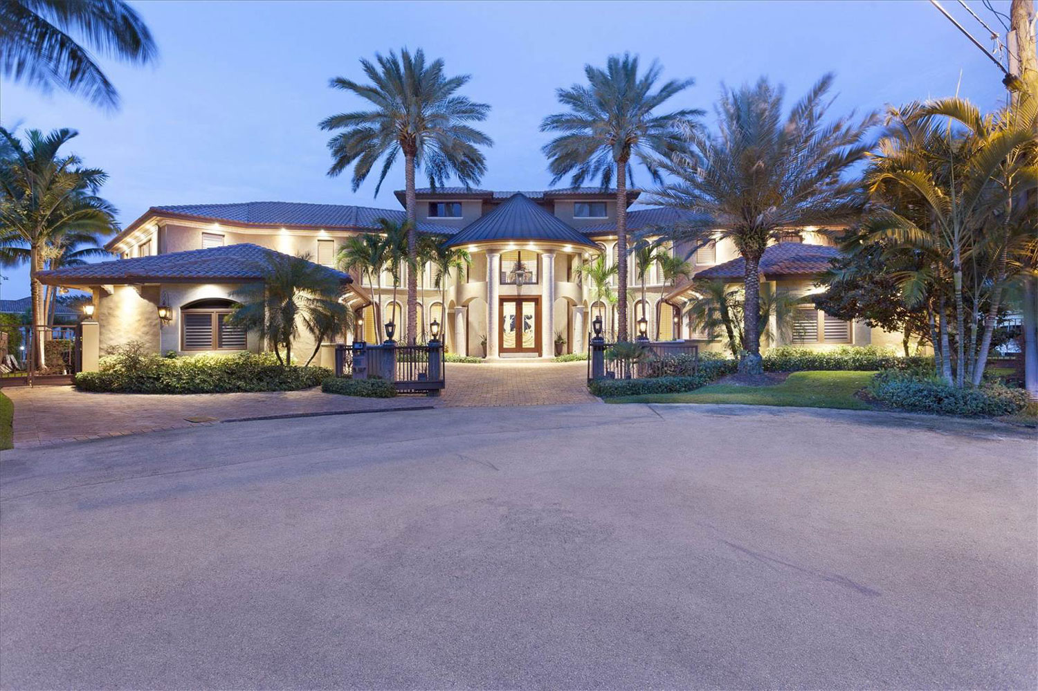 This magnificent Mediterranean-inspired palazzo in Florida's Lighthouse Point, between Fort Lauderdale and Boca Raton, was designed for the life aquatic.