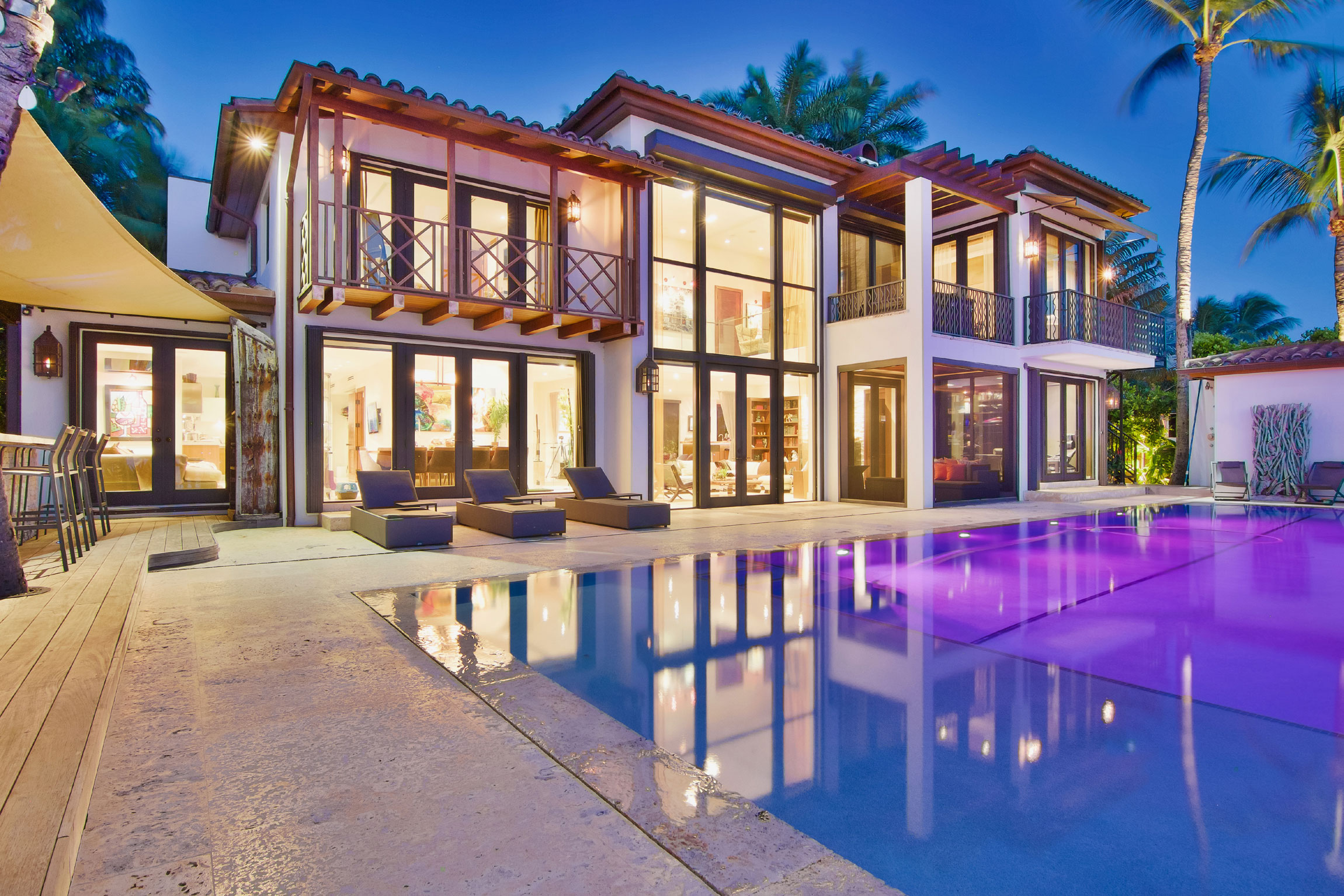 The beaches and nightlife of Miami make it a top celebrity hotspot. This tropical waterfront home enjoys a star-studded location in the Venetian Islands, a cluster of ultra-exclusive residential islands in Biscayne Bay.