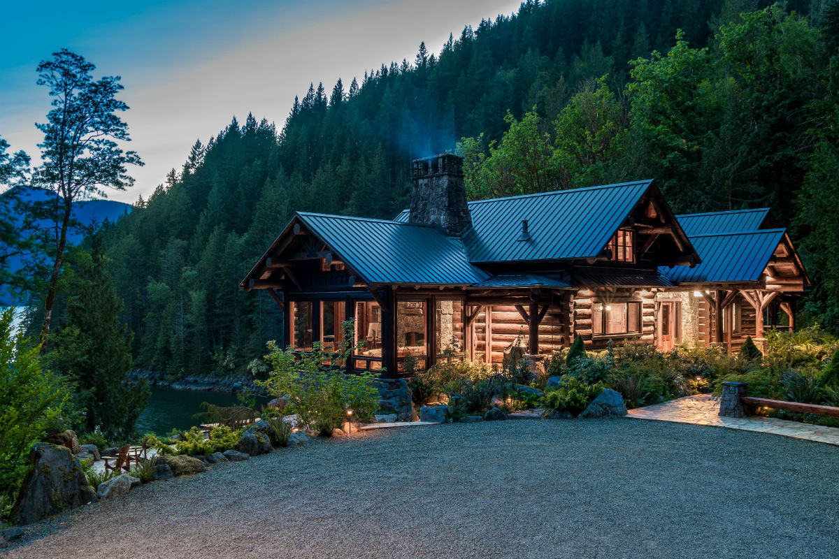 Fawn Bluff is a spectacular 340-acre waterfront estate on Bute Inlet, at the Emerald Edge of the Great Bear Rainforest.
