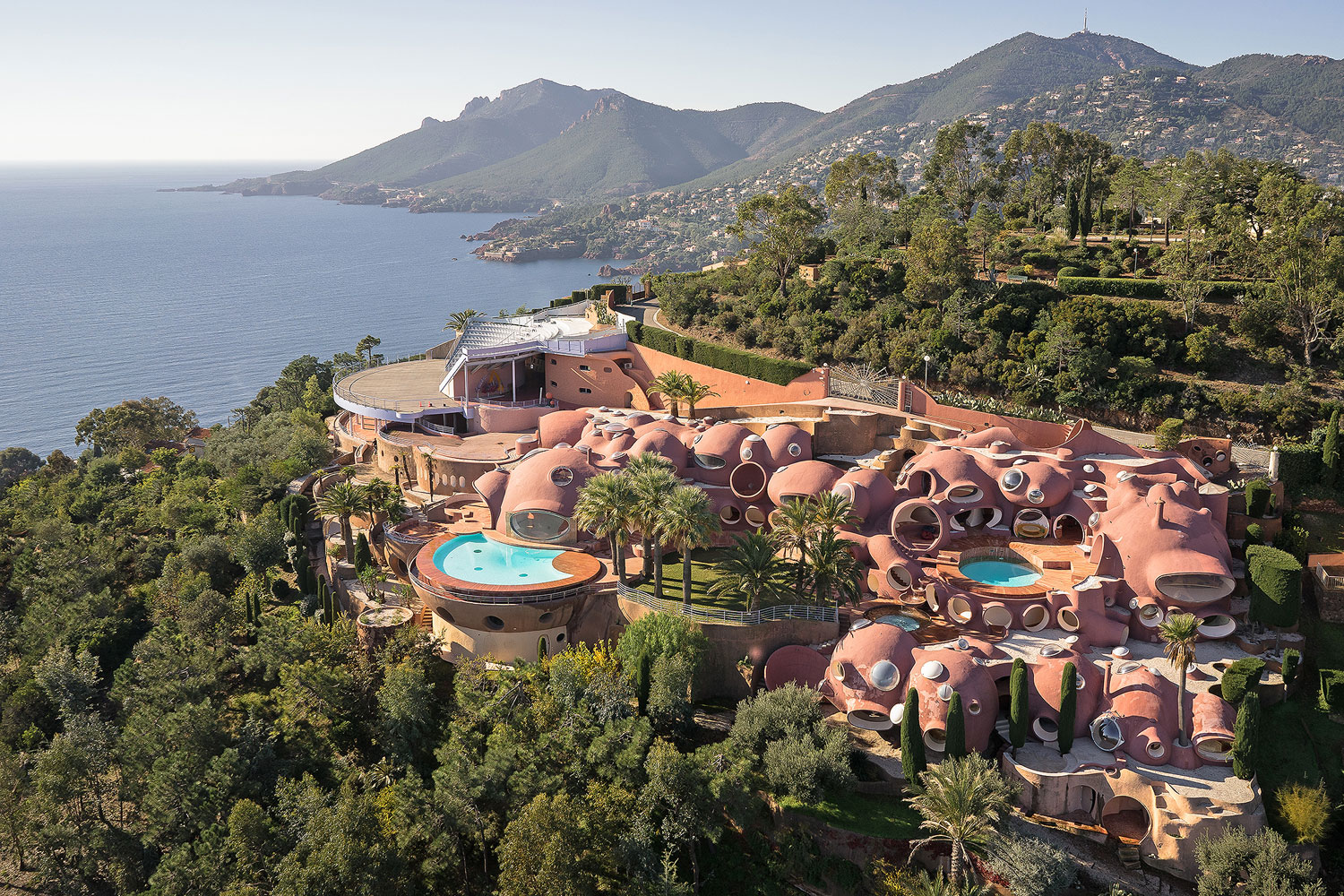 This enchanting Bubble Palace, aka Le Palais Bulles, is the fairytale retreat of legendary French fashion designer Pierre Cardin.