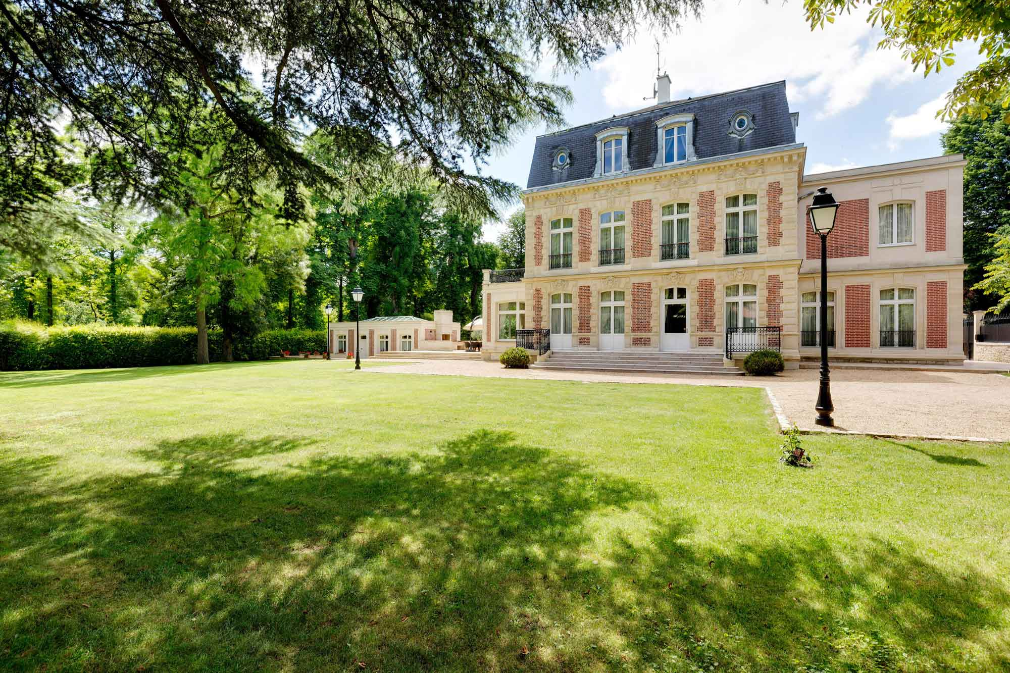 This Second Empire mansion in the exclusive Parisian suburb of Saint-Cloud was constructed in 1890 and luxuriously upgraded for the 21st century.
