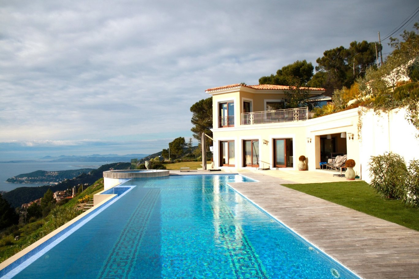 This seven-bedroom rental home on France's ultra-luxe Côte d'Azur is fully furnished and boasts spectacular views from nearly every room.