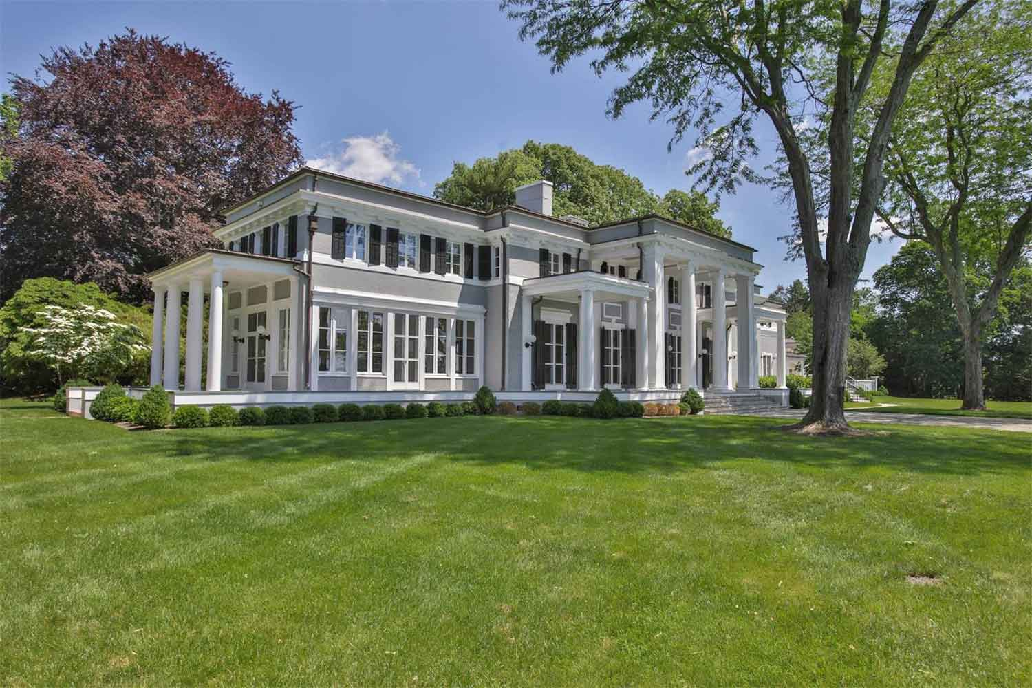 <b>Middletown, New Jersey</b><br/><i>8 Bedrooms, 7,600 sq. ft.</i><br/>Navesink River Estate
