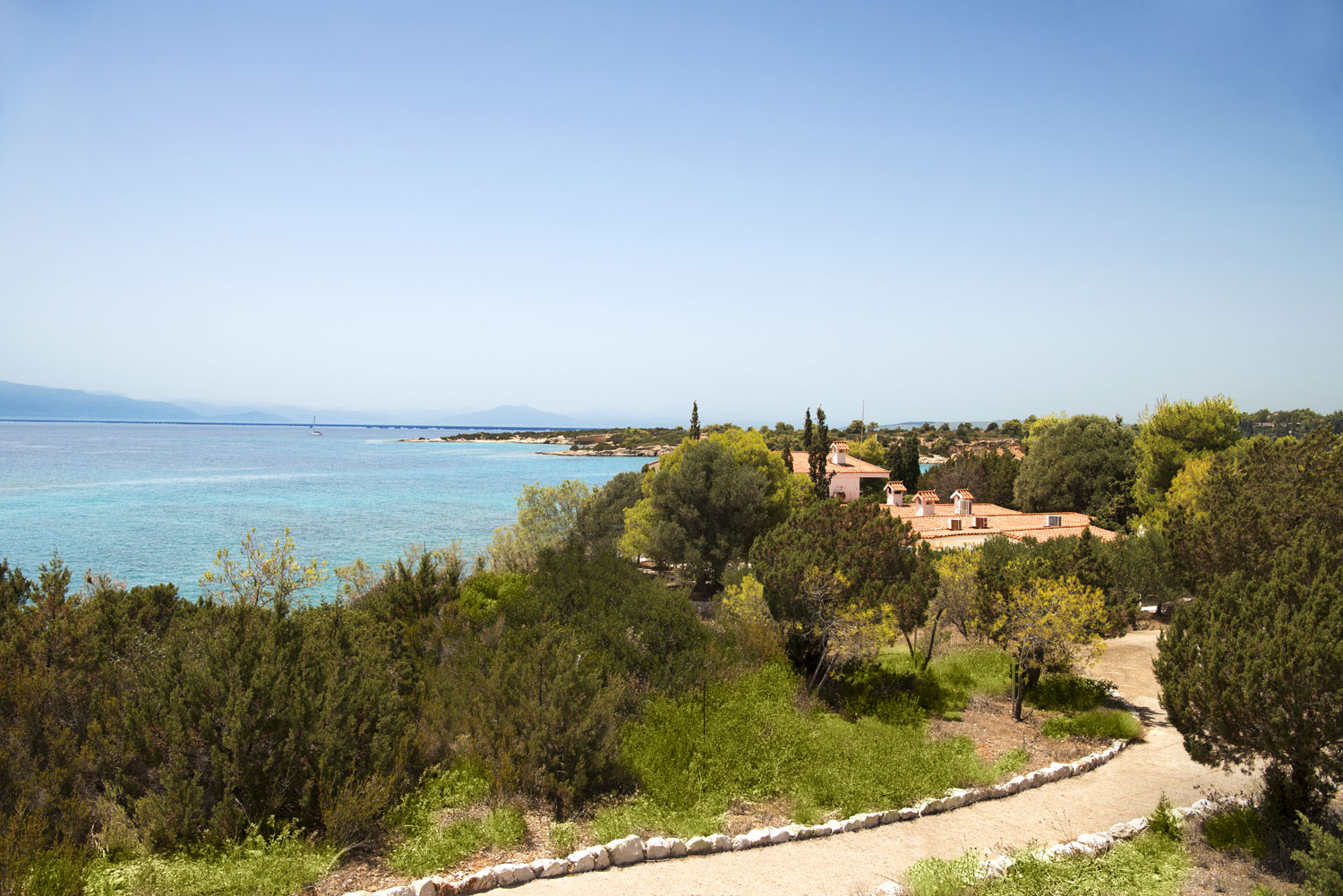 This inimitable private estate can accommodate superyachts and private jets.