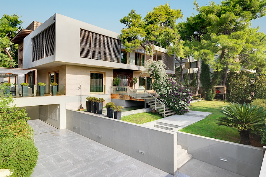 This spacious contemporary home is located in a highly desirable neighborhood of Athens, the birthplace of Western theater and still the city with the most theater stages in the world.