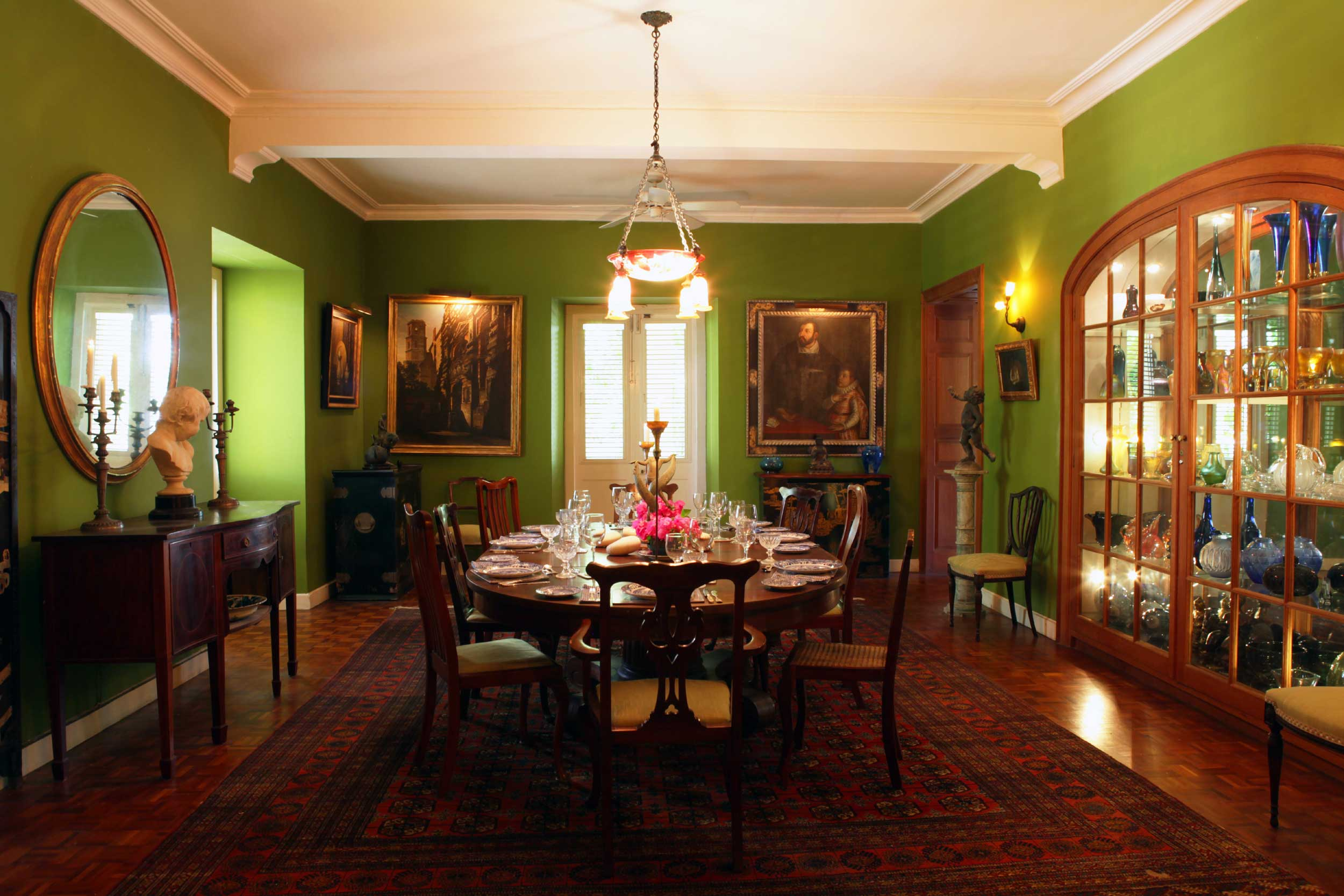 Colleton's grandly proportioned reception rooms could just as easily belong to an estate in English countryside than in a plantation house on an exotic tropical isle. The unusual color palette in the formal dining room creates a sense of drama and tranquility in equal measure.