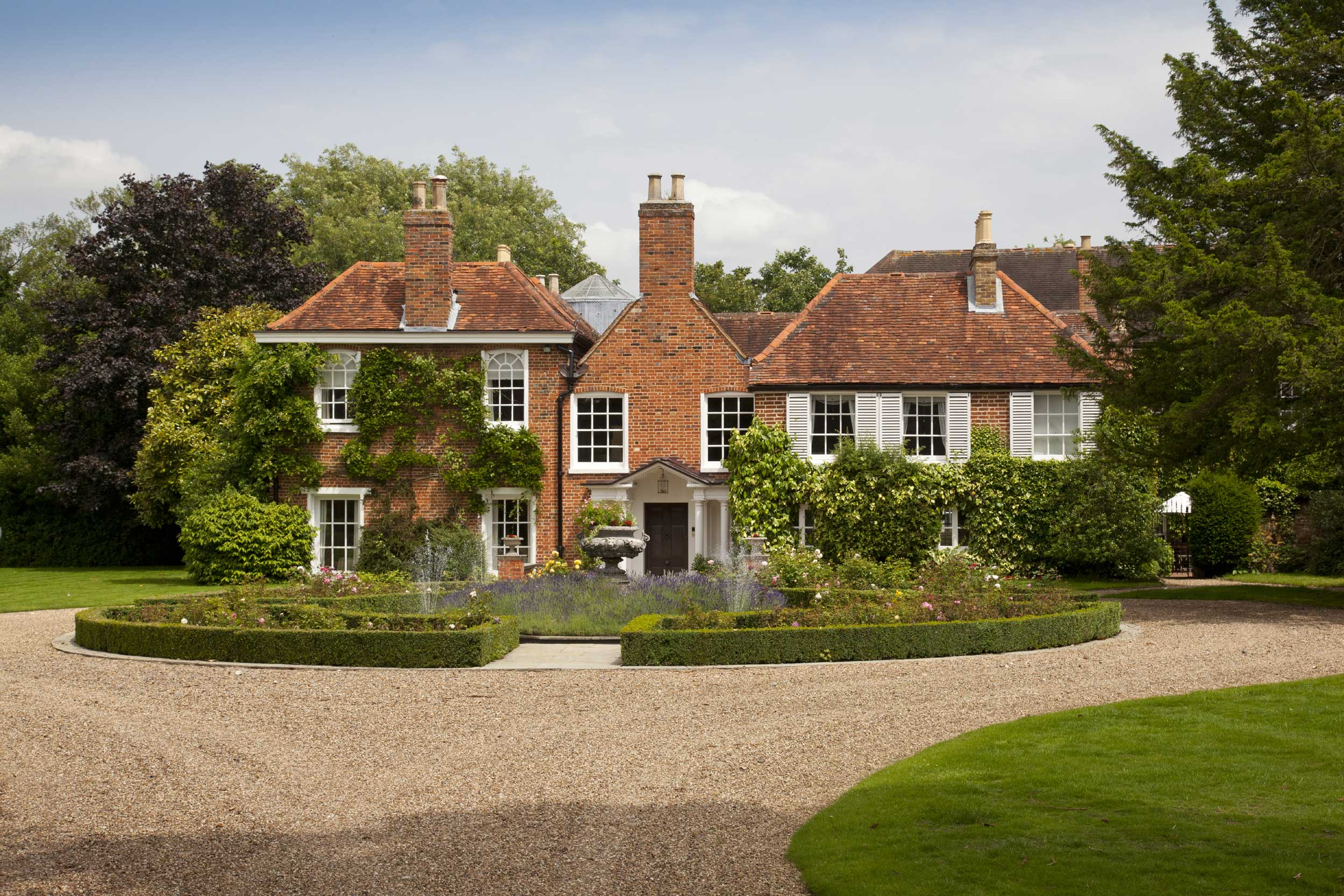 John Gays House is an important and historic Grade II-listed manor, set in beautiful gardens. Dating from the Tudor period, with Queen Anne, Georgian and Victorian additions, the house is built of red brick with attractive sash fenestration and a tile roof.