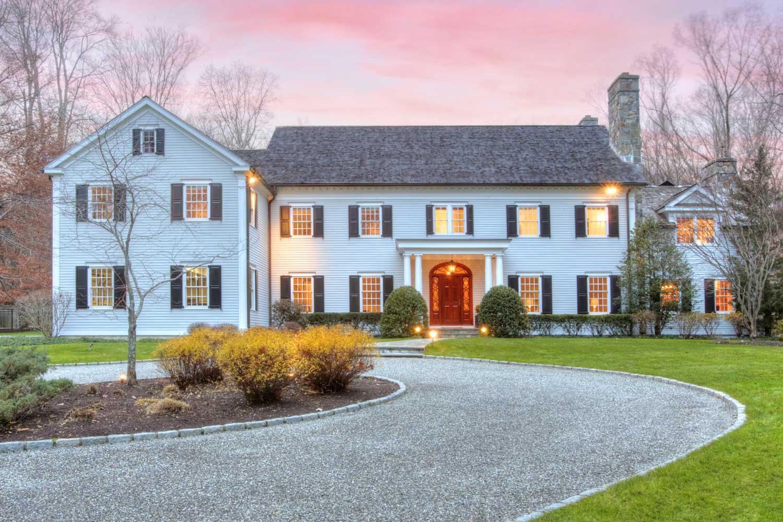 <b>Darien, Connecticut</b><br/><i>5 Bedrooms, 8,000 sq. ft.</i><br/>Five-bedroom Georgian-colonial home