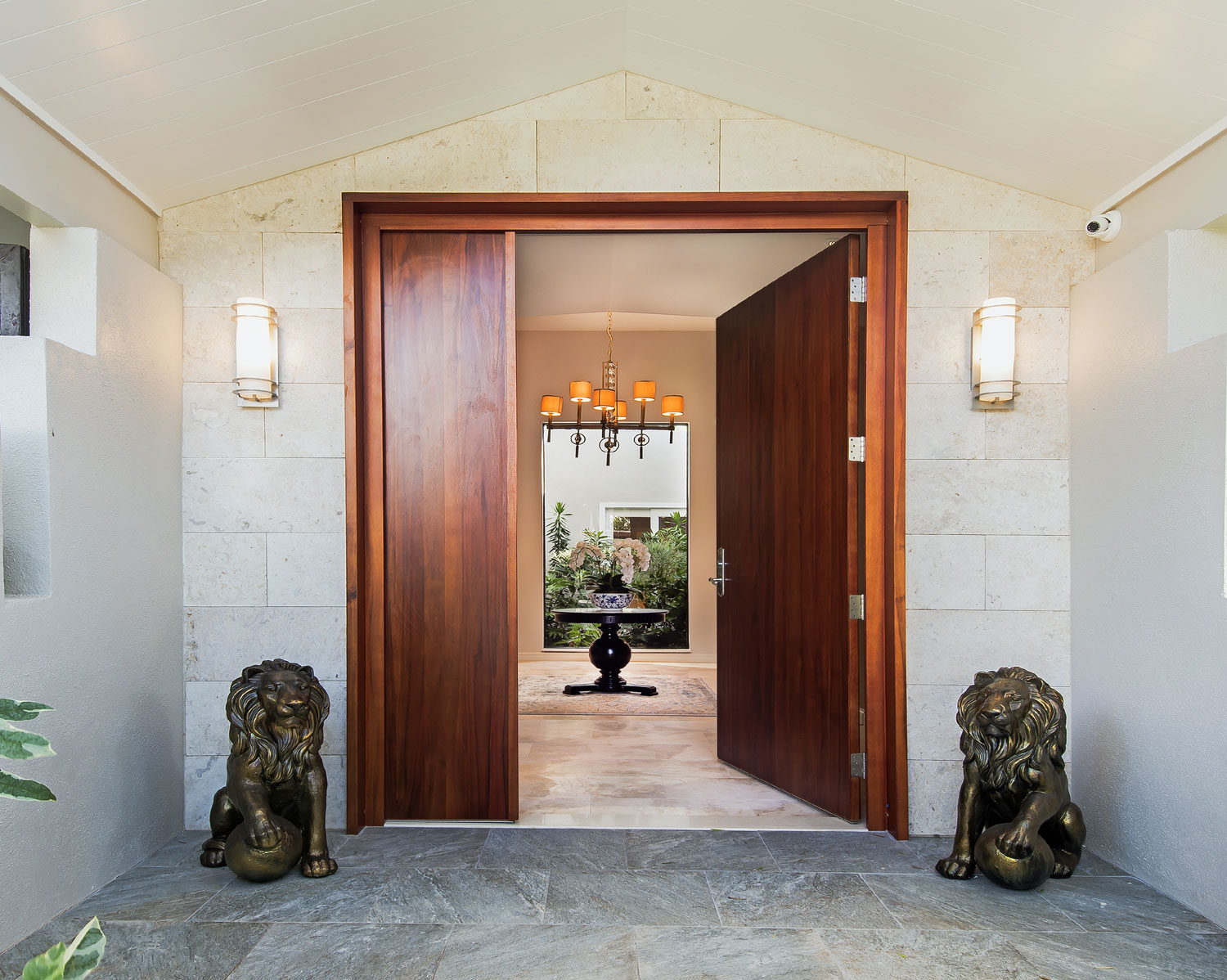 State-of-the-art lighting, exquisite materials, and designer amenities are among the highlights of this modern Hawaiian villa.