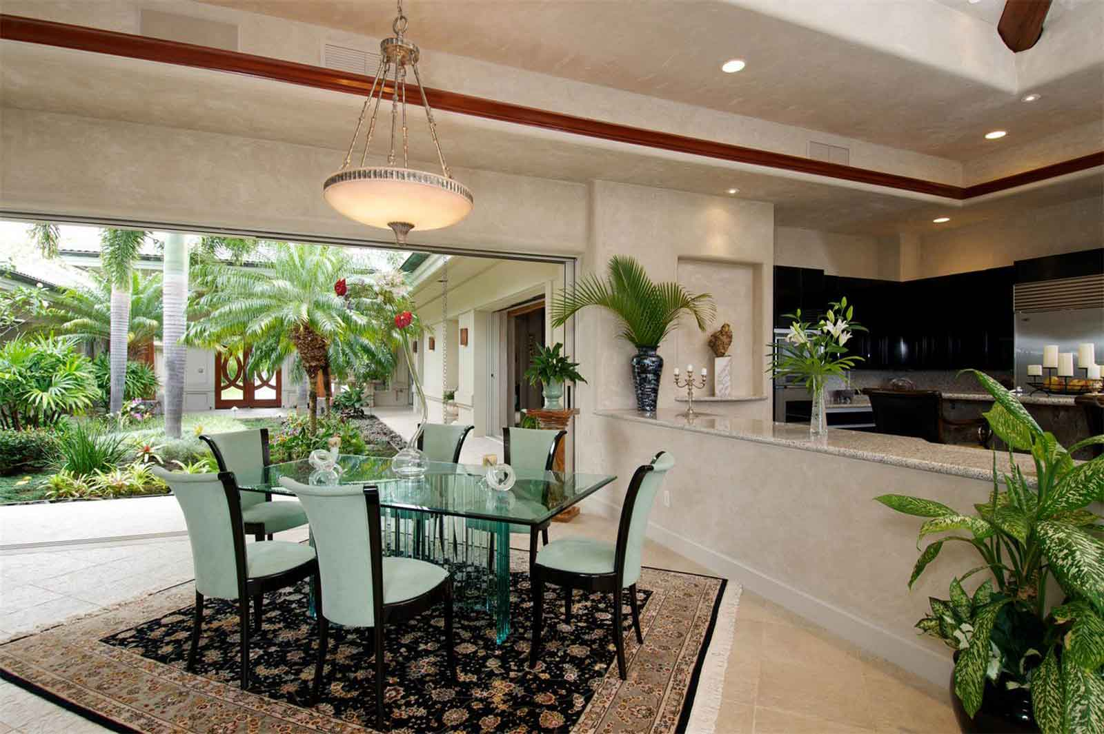 Nature is on prominent display throughout Verde Pacifica's 6,000 square feet of exotic indoor-outdoor interior spaces. The atrium features Ohia trees, while the lush indoor garden is graced with palm trees and flowering plants.