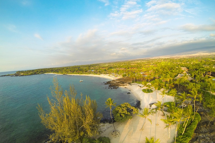 The town of Kailua-Kona serves up fun for the whole family against a breathtaking backdrop of green mountains and sandy beaches.
