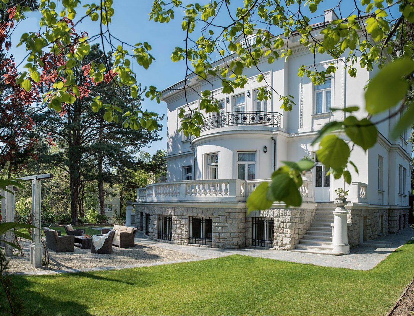 Just a 15-minute drive from the Vienna Ice Dream skating venue is Villa Lieblein, an outstanding cottage-style residence built in 1924, which showcases the perfect combination of classical architecture and Art Nouveau design.