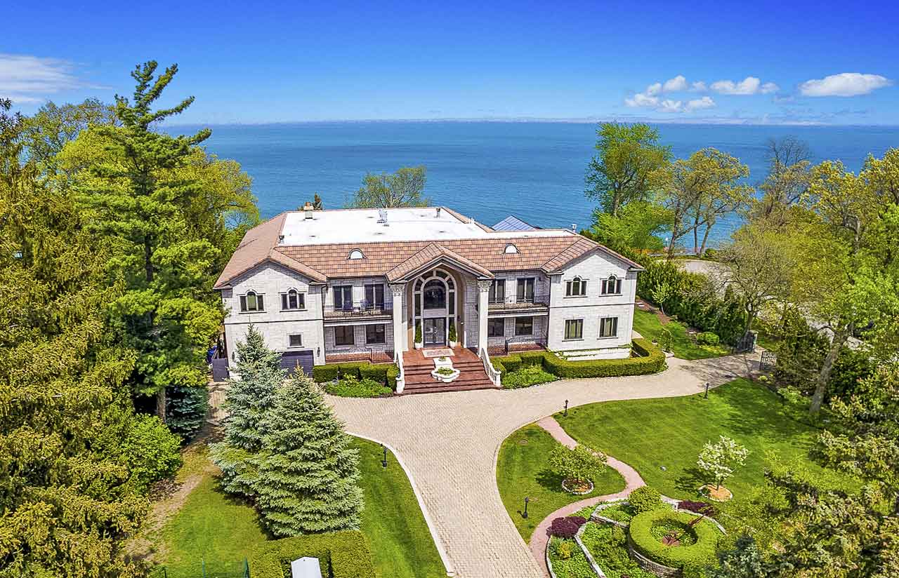 This waterfront estate in the prestigious North Shore suburb of Highland Park takes full advantage of its 1.91-acre setting on the shores of Lake Michigan.