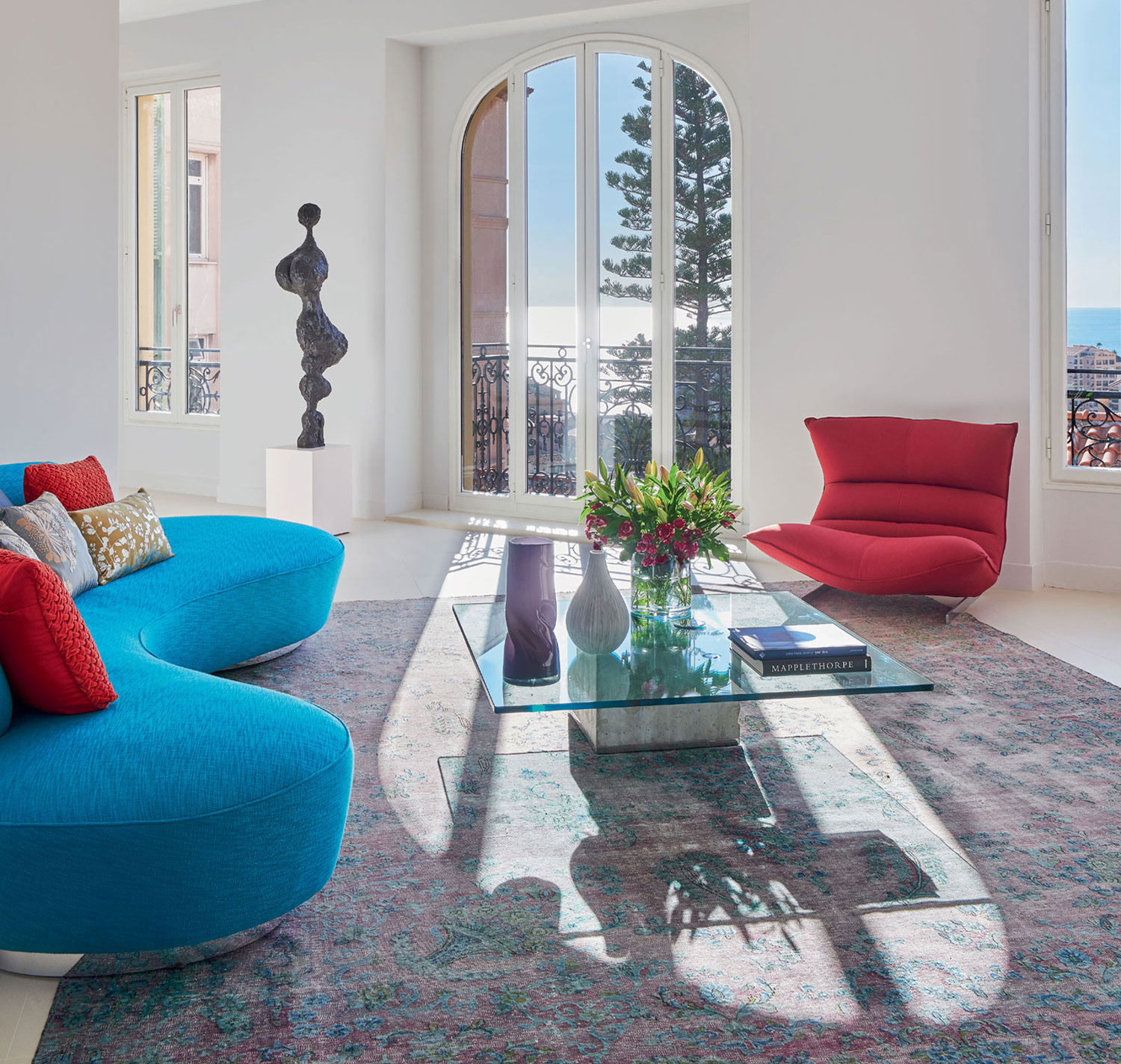 Villa San Martin was totally renovated five years ago, retaining its original façade. The luxurious living spaces offer incredible views of the medieval village of the Old Town, a labyrinth of cobbled streets and squares.