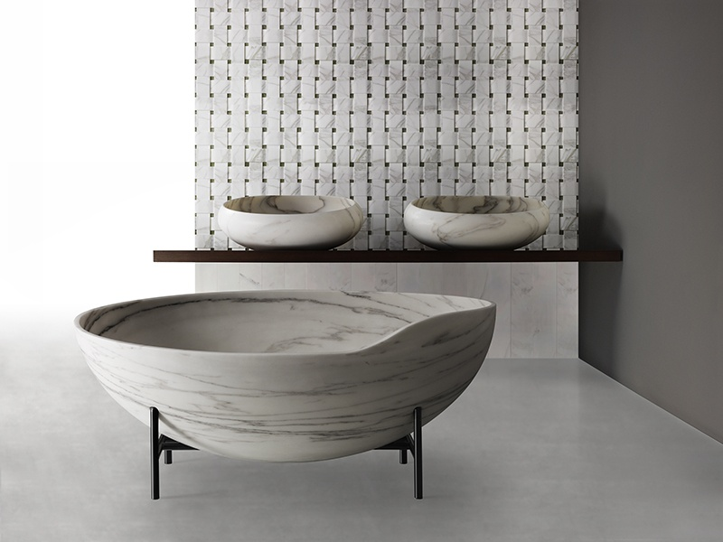 A streamlined shape, low mass, and thin sides and base allow the marble Kora bath to retain heat effectively.