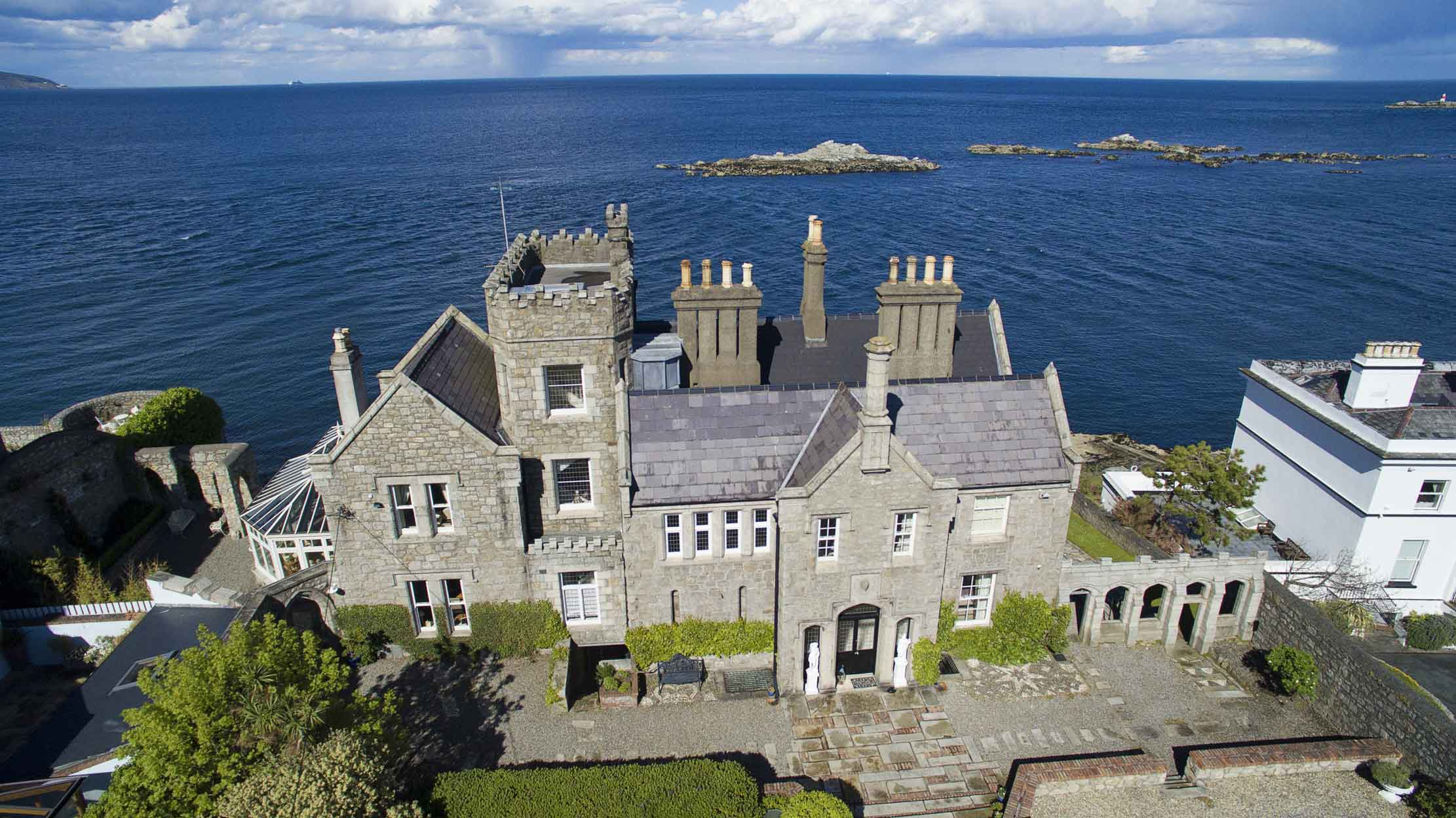 Just 10 minutes from Dublin City Centre, Inniscorrig Castle, a romantic Gothic-Revival mansion, seems a world away. The ever-changing scenery of Dublin Bay and the Irish Sea are on permanent display from the conservatory, which doubles as an observatory after dark.
