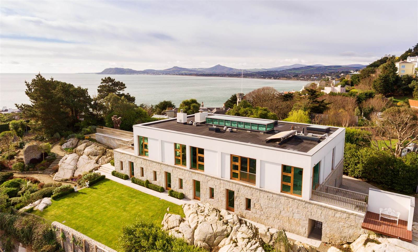 This contemporary estate is positioned on the finest site in Dalkey, overlooking Dublin Bay, Killiney Bay, Dalkey Island, Howth, and the Wicklow Mountains.