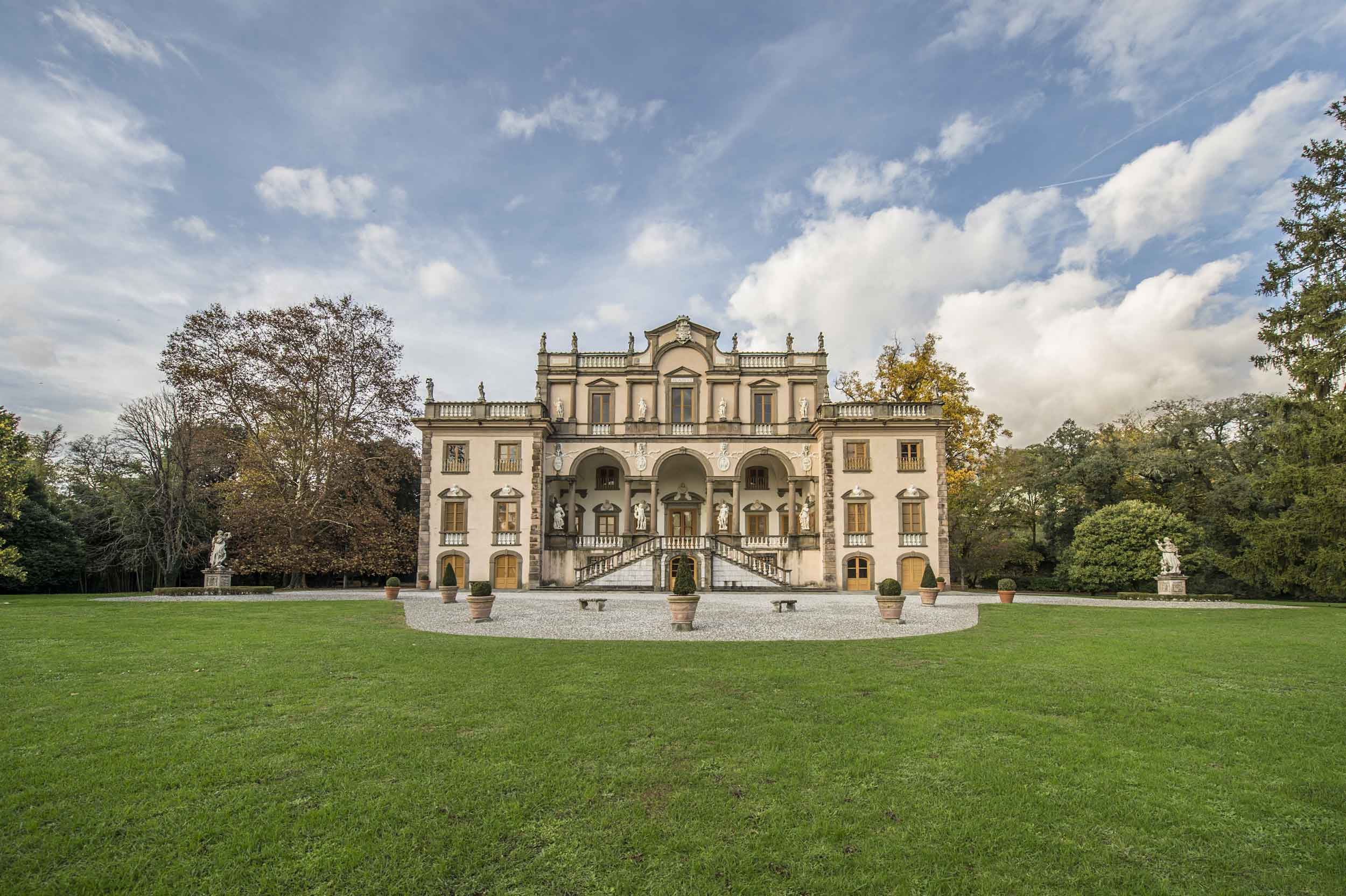 This Tuscan villa, with its magnificent Palladian architectural symmetry, is surrounded by landscaped parklands and Baroque gardens.