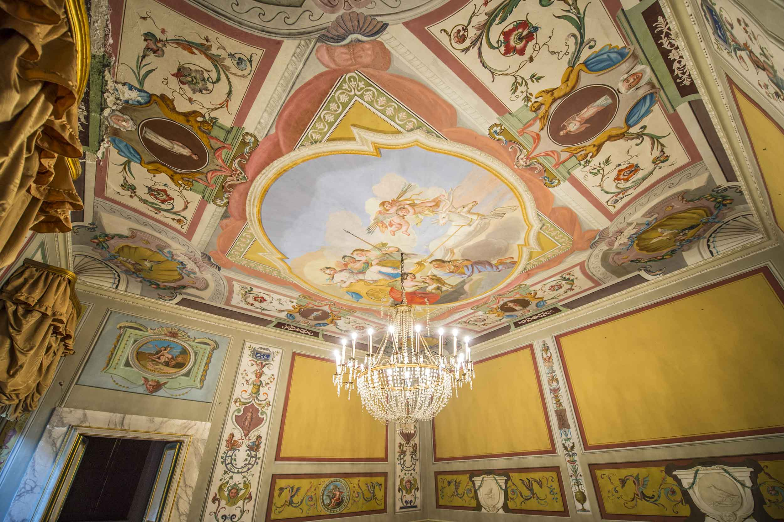 The villa's exuberant interior spaces display opulent frescoes, rich finishes and exquisite architectural details which date from the 15th century.