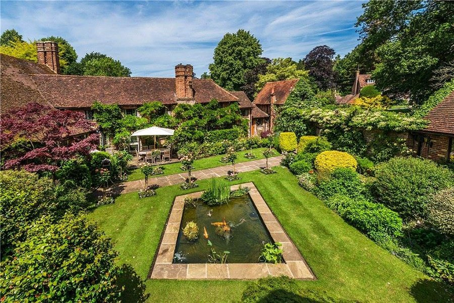 June Farm in Reigate, England, is a quintessential Tudor-style country estate that dates from the 17th century. It boasts nearly 25 bucolic acres as well as a lush landscape garden, a rose garden, an ornamental carp pond, and superb state-of-the-art equestrian facilities on its vast acreage.