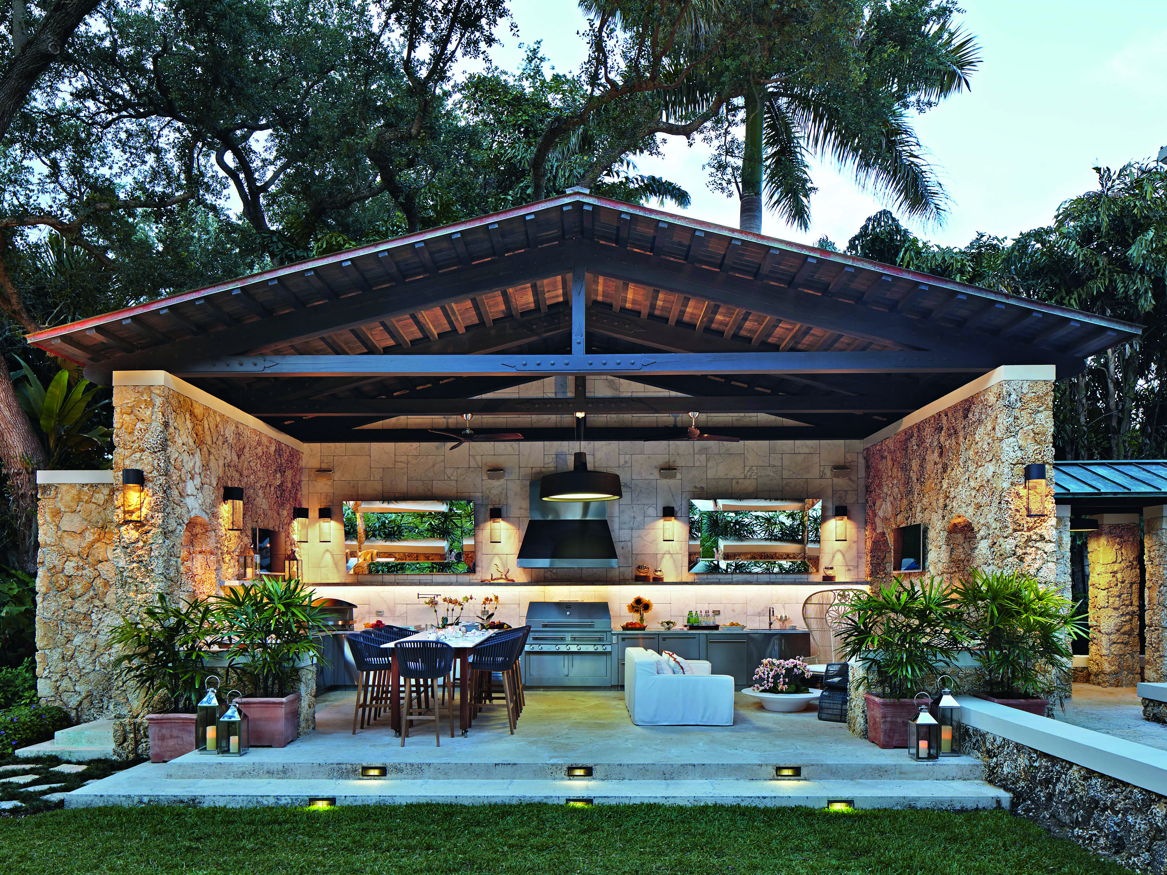 A Florida outdoor kitchen designed by Kalamazoo Outdoor Gourmet in California, inventor of the famed Hybrid Fire Grill.