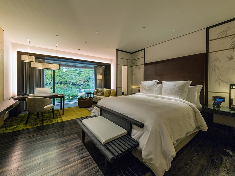 The luxurious apartments also incorporate traditional Japanese washi paper, lattice motifs, and woven rush tatami mats.