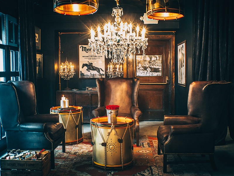 Feel anything but blue: Transporting guests to the 1920s, the Blue Room is designed as a tribute to the rich history of the Los Angeles Athletic Club. Traditional furnishings and vintage details are paired with industrial finishes and atmospheric lighting.