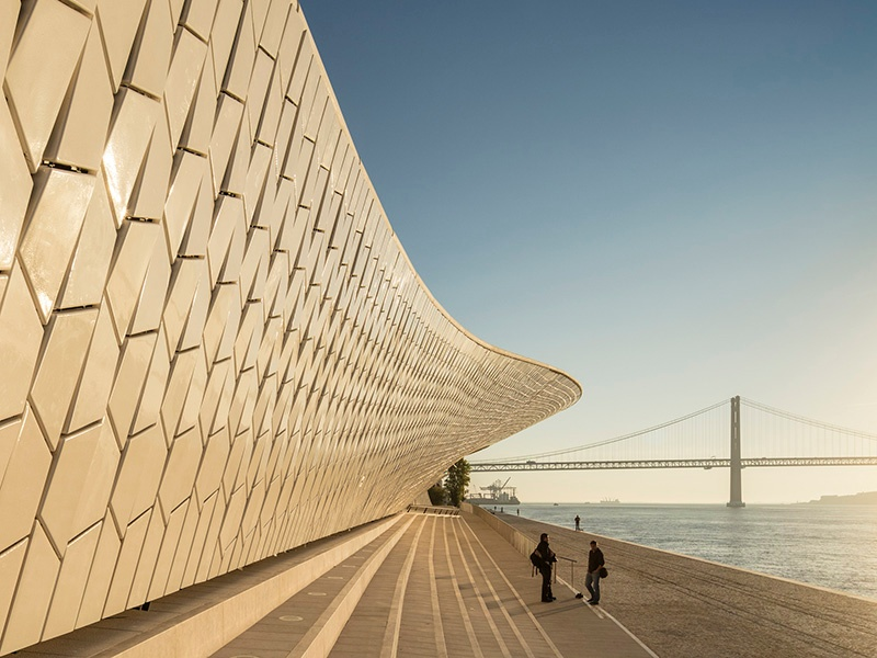 Covered in 15,000 ceramic tiles that reflect the sun—transforming the color of the building throughout the day—the MAAT is designed to enhance its environment. Photograph: ©Fernando Guerra. Courtesy of the EDP Foundation.