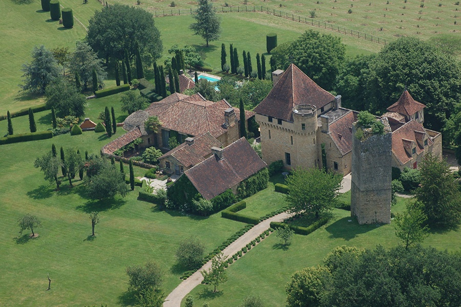 Located on 125 acres of pristine countryside in Aquitaine, The 12th-century château La Vermondie has a classic French landscape garden ideally suited to its vast grounds, rural setting, and historic architecture.