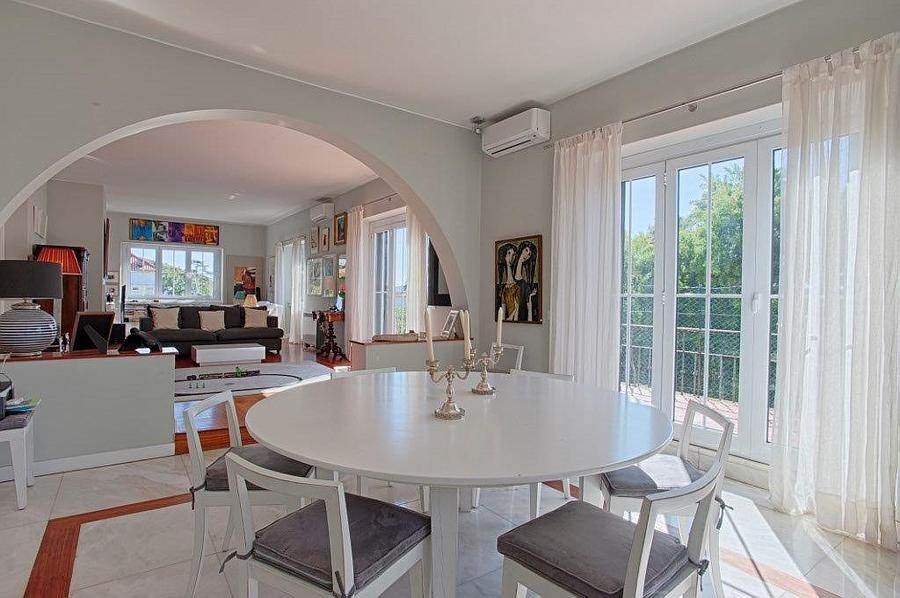 <b>10 Bedrooms, 7,330 sq. ft.</b><br/>Exclusive property located in one of the most prestigious residential areas of Lisbon