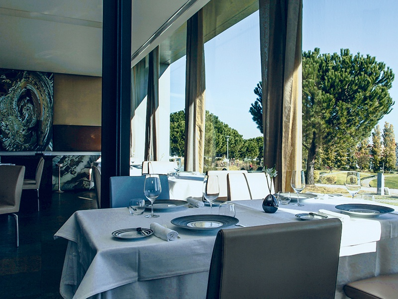 "The Michelin-starred Eleven restaurant in Lisbon's Jardim Amália Rodrigues offers ""a sophisticated and aesthetical cuisine."""
