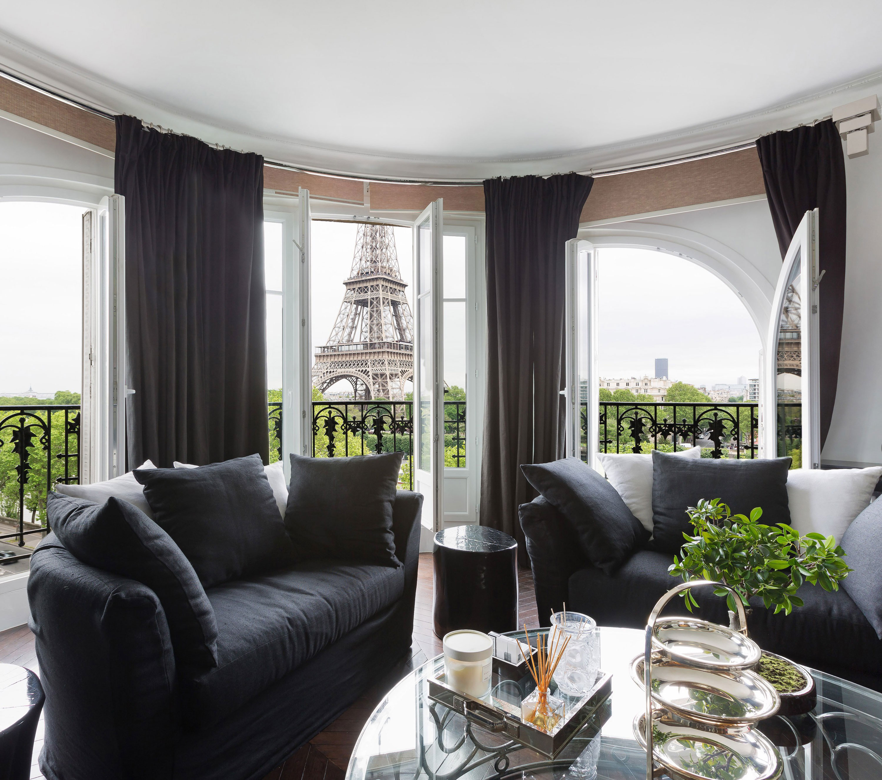 The views from this luxurious home seem to invite the Eiffel Tower into the living room. It is just a few minutes' walk to the famous monument and its ice rink.
