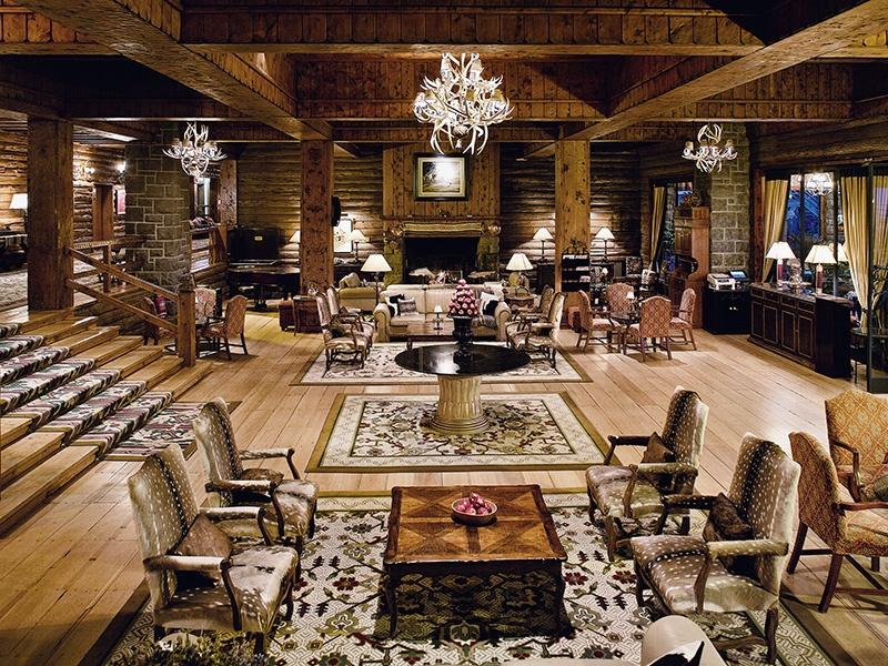 An all-seasons destination set at the foot of snow-topped peaks, the Llao Llao Hotel & Resort boasts interiors reminiscent of a grand mountain lodge.