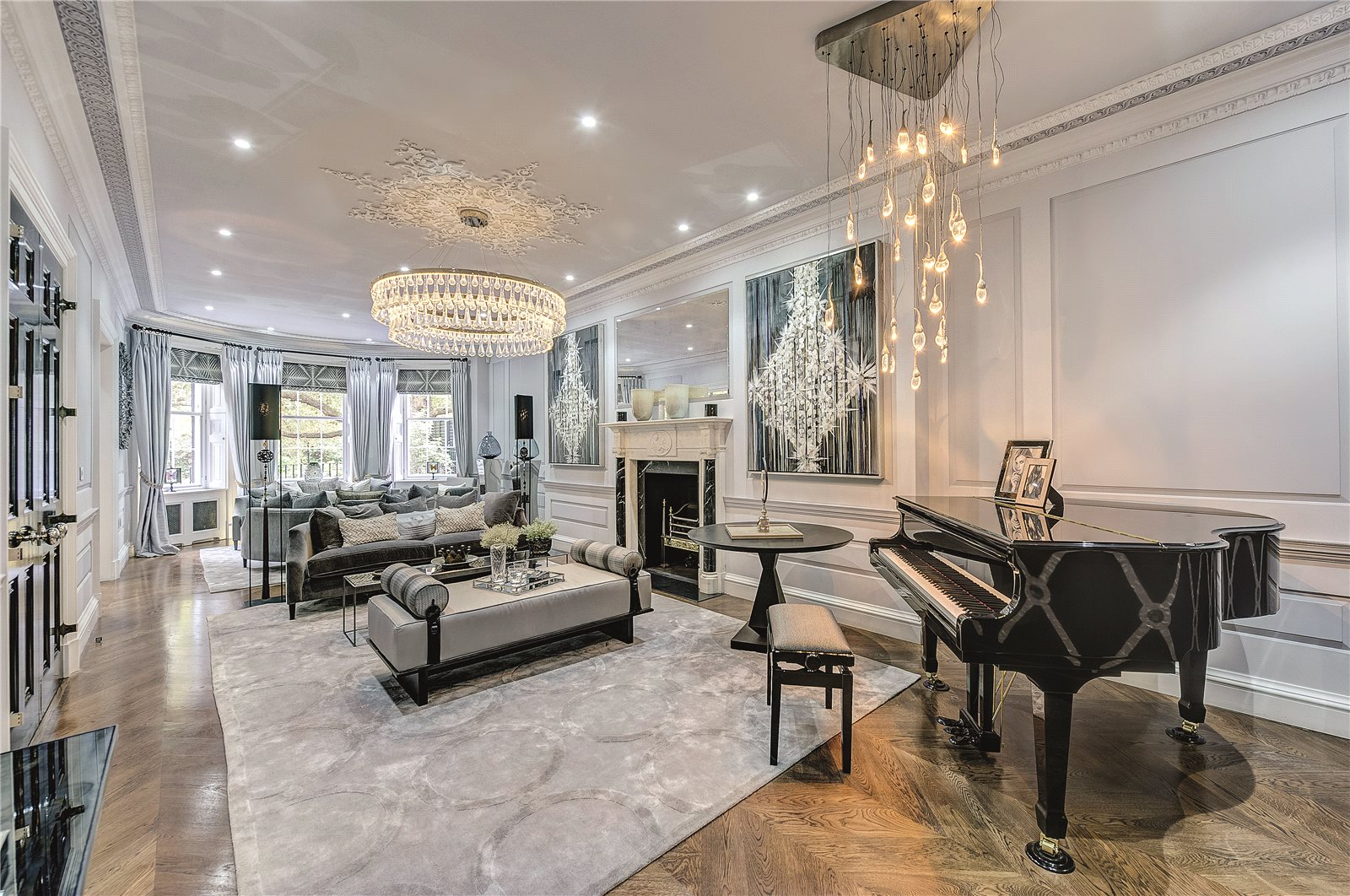 This historic mansion in Queen Anne's Gate has been sensitively restored and refurbished in compliance with English Heritage Trust. The living room has several statement chandeliers and light fixtures that add a 21st-century sophistication to the original 18th-century architecture.