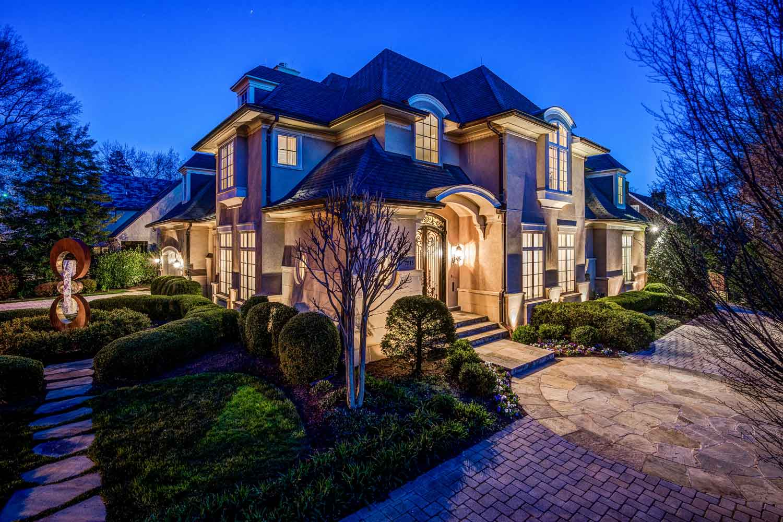 <b>Bethesda, Maryland</b><br/><i>6 Bedrooms, 8,100  sq. ft.</i><br/>Six-bedroom home with light-filled open floor plan