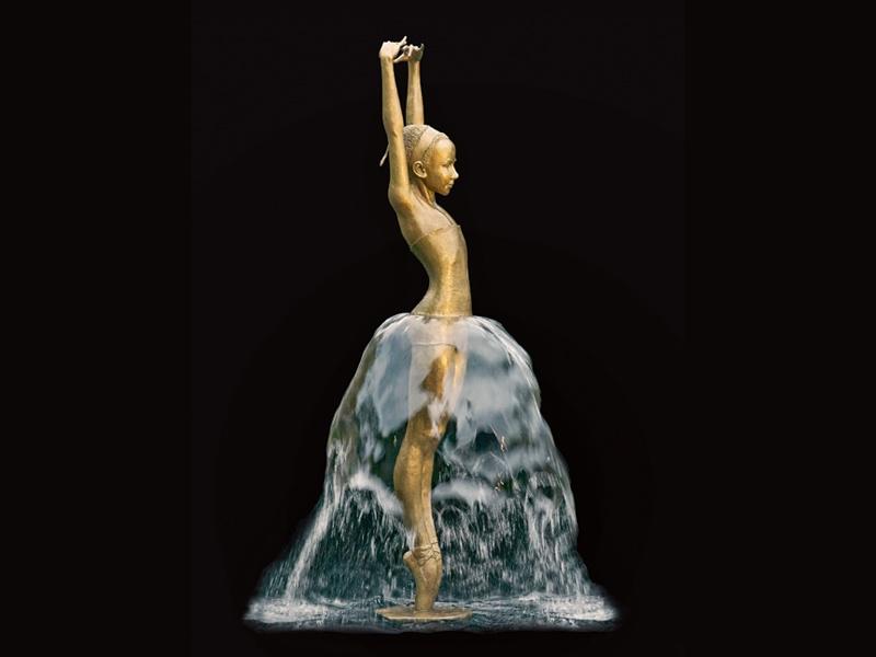 A ballerina fountain in bronze by Małgorzata Chodakowska. Photograph: Lothar Sprenger