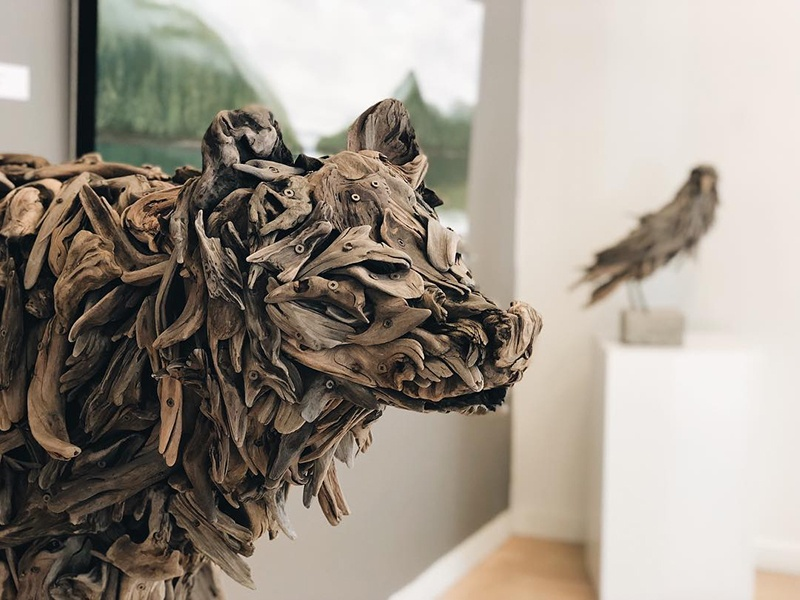 The Madrona Gallery has exhibited works by local artist and biologist Guthrie Gloag, who creates intricate wildlife sculptures from pieces of driftwood as a comment on the importance of conservation and respect for the natural world.