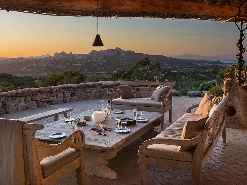 The entertaining area comes fully equipped with an outdoor kitchen, barbecue, and traditional pizza oven. La Garibaldina is on the market with Immobilsarda Srl, the exclusive affiliate of Christie's International Real Estate in Sardinia.