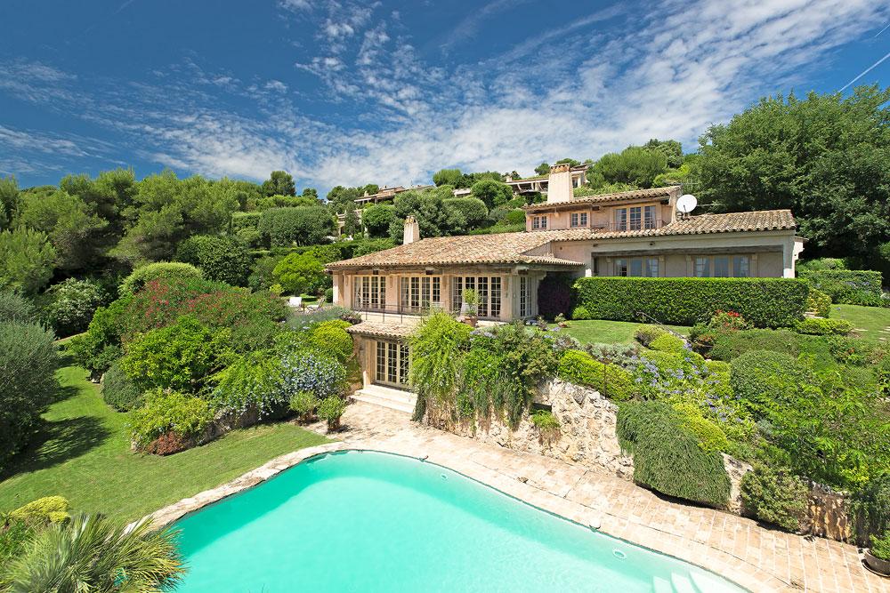 <b>5 Bedrooms, 3,444 sq. ft.</b><br/>Provencal villa in St. Paul de Vence