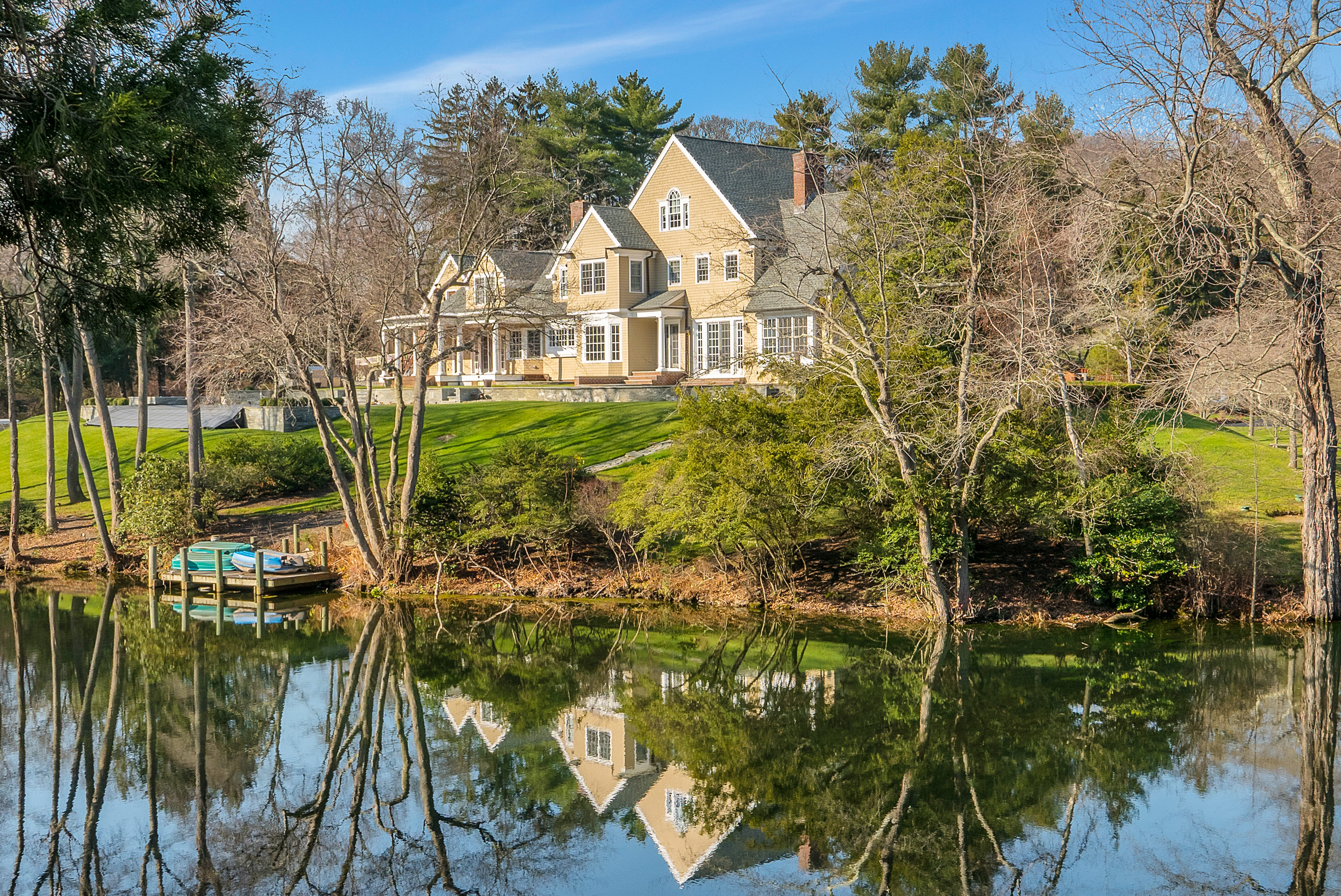 <b>6 Bedrooms, 5,844 sq. ft.</b><br/>Custom estate with pond and stone wine cellar