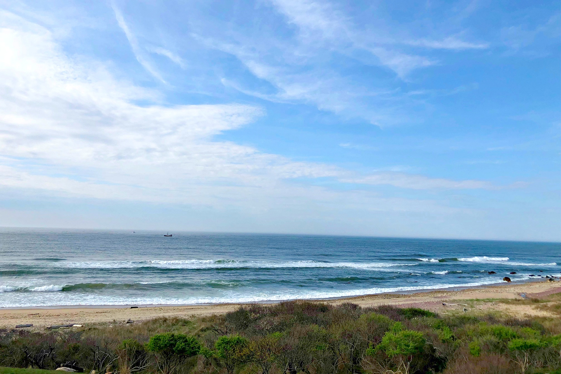 The property has access to world-class surfing and deep-sea fishing, and is close to Montauk Yacht Club, golf courses, riding stables, fine restaurants and shops, wineries, and Montauk regional airport.