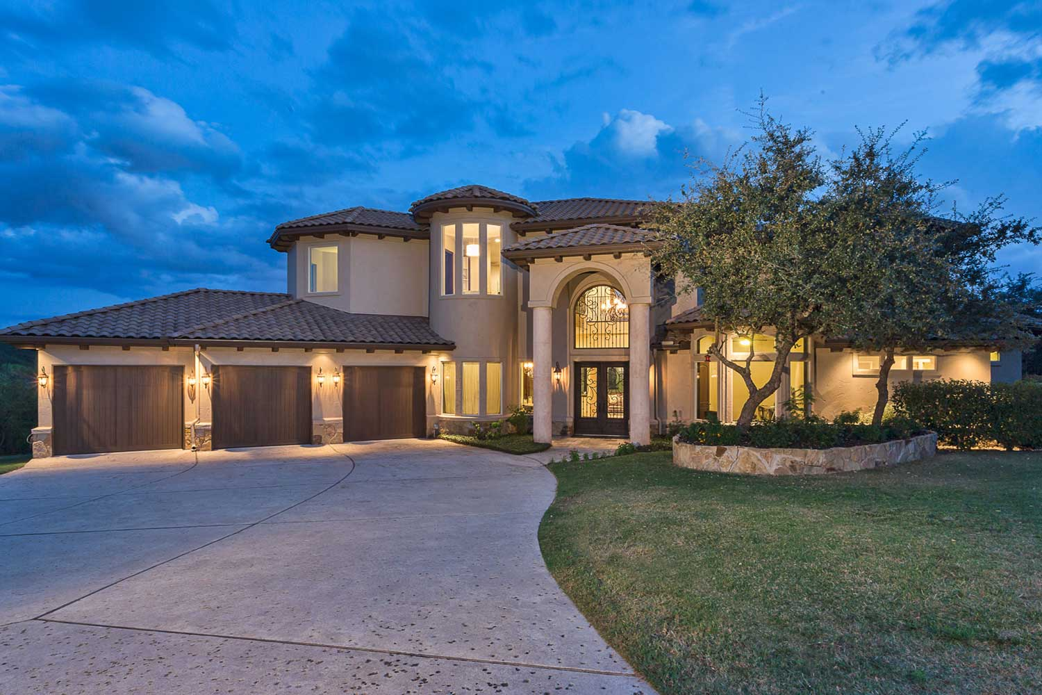 <b>Austin, Texas</b><br/><i>5 Bedrooms, 4,600 sq. ft.</i><br/>Tuscan-inspired estate home in Angel Pass