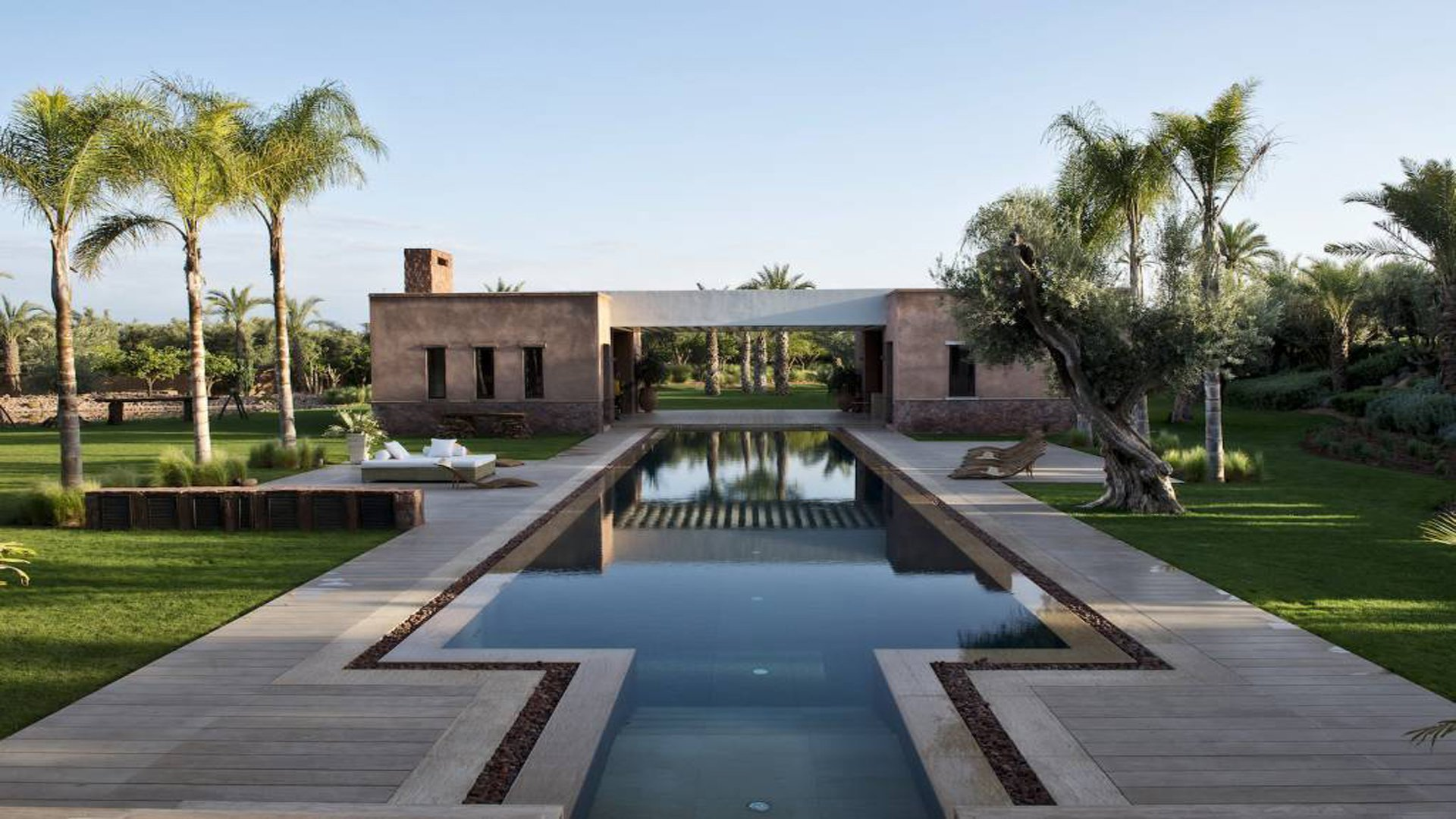 Contemporary design meets Moroccan building traditions at this magnificent Moorish estate in the Red City.
