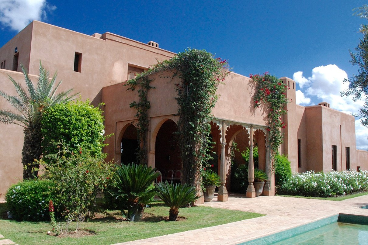 The geometric forms and earthen hues of this Moroccan villa resonate with the Pueblo Revival style of the American Southwest.