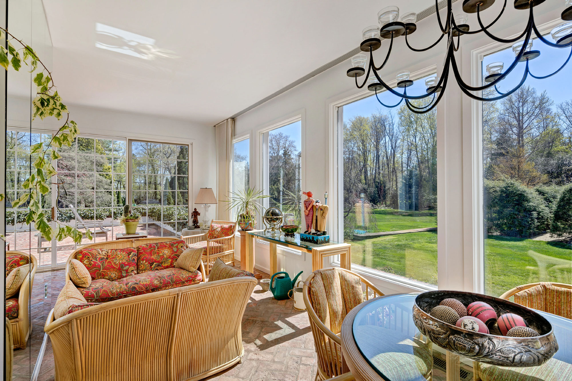 This New Jersey estate has a laid-back Californian aesthetic with its resort-like grounds and luxury amenities; the sunroom allows for perennial sunshine.